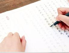 一种手写汉字美化的骨架变换方法